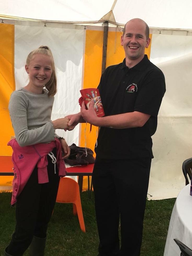 Naomi-Winnington-receving-1st-place-in-the-juniors-from-Rob-Kite